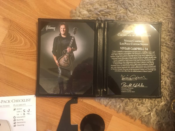 IMG 8804 600x450 - Gibson Limited Edition Custom Vivian Campbell Les Paul Custom Signed Edition #34 of 50