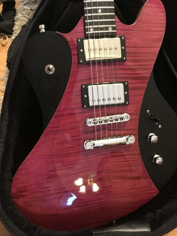 IMG 0939 e1553028637705 600x800 - Framus Teambuilt Artist Series Stevie Salas Idolmaker French Violet Transparent Guitar