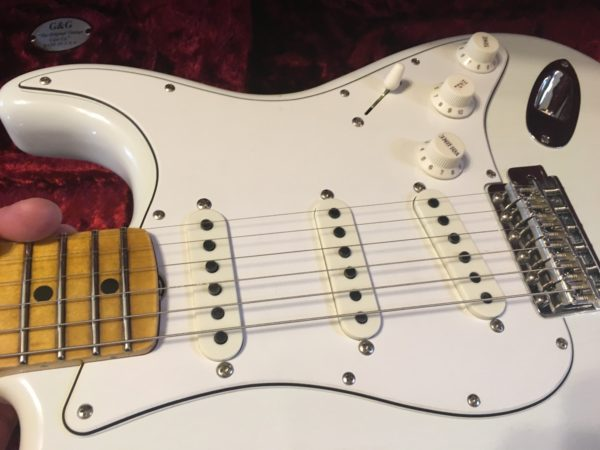 IMG 1279 600x450 - Fender Custom Shop Jimi Hendrix Voodoo Child Stratocaster, Journeyman Relic Olympic White