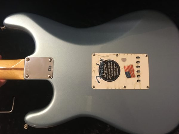 IMG 2804 600x450 - Fender Deluxe American Vintage '62 Stratocaster Ice Blue Metallic Matching Headstck