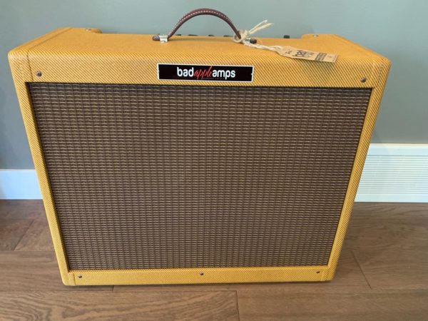 IMG 3487 600x450 - Bad Apple Tweed Low Power Twin Clone Guitar Amp