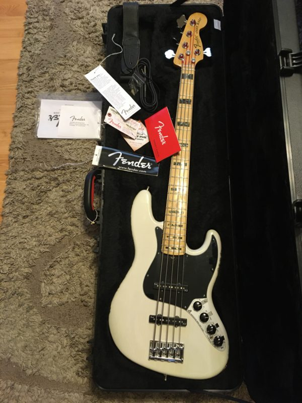 IMG 8026 600x800 - Fender American Deluxe Jazz 5-String Bass See-Thru White/Maple Board