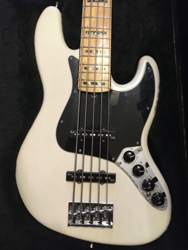 IMG 8027 600x800 - Fender American Deluxe Jazz 5-String Bass See-Thru White/Maple Board