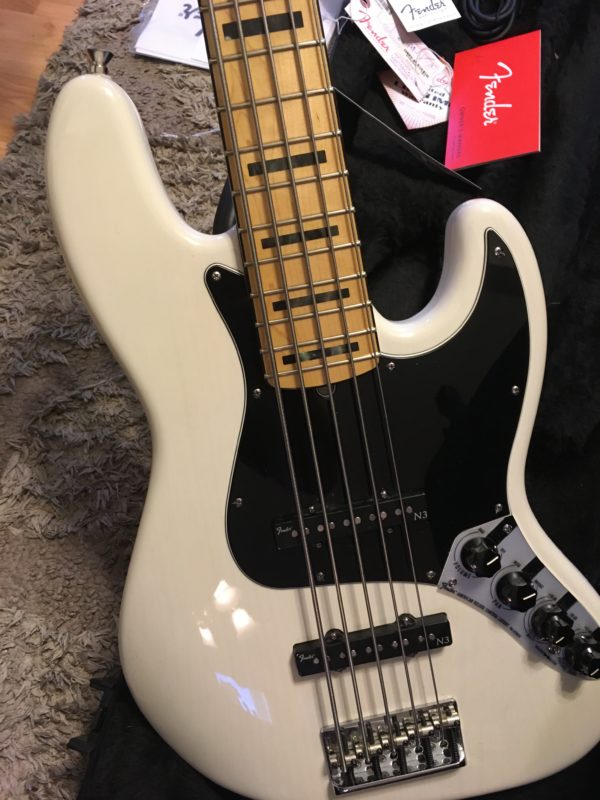 IMG 8030 600x800 - Fender American Deluxe Jazz 5-String Bass See-Thru White/Maple Board