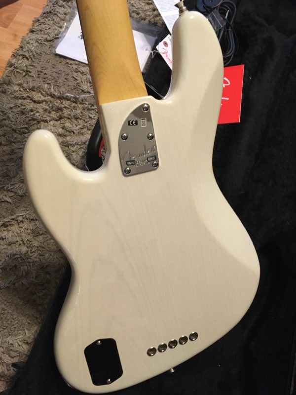 IMG 8033 600x800 - Fender American Deluxe Jazz 5-String Bass See-Thru White/Maple Board