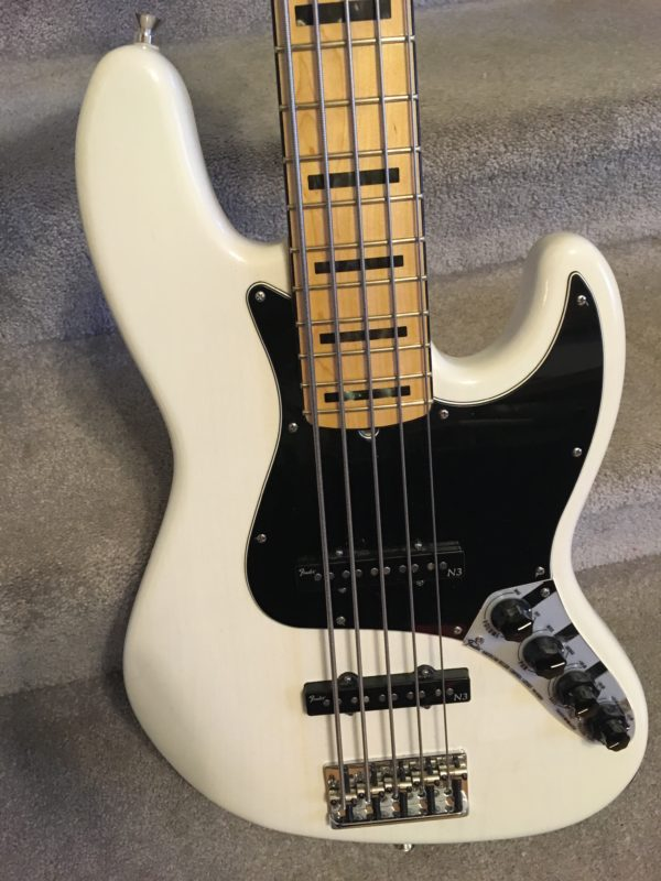 IMG 8037 600x800 - Fender American Deluxe Jazz 5-String Bass See-Thru White/Maple Board